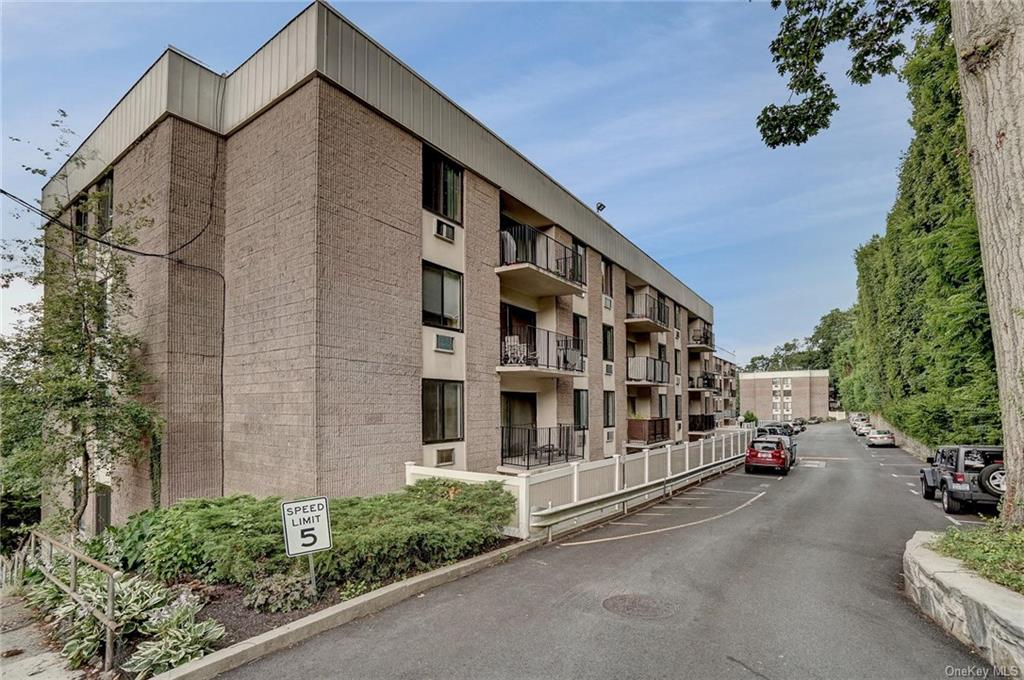 128 Colonial Parkway #20